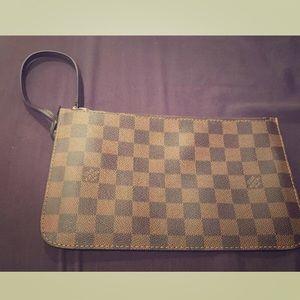 Likenew Louis Vuitton pouchette wristlet
